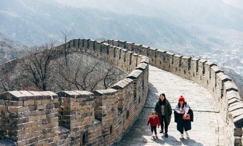 Il Covid lacera l'Occidente, ma non la Cina